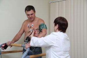Процедура обследования сердечно-сосудистой системы с помощью тредмил-теста