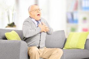 Боль сердце при глубоком вдохе может быть признаком разных заболеваний