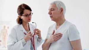 Давящая боль в сердце может бить симптомом многих заболеваний