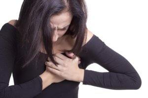 О чем свидетельствует боль в грудине слева?