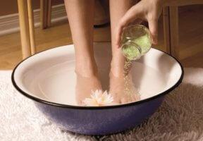 Ванночки для ног помогут быстро снять отечность