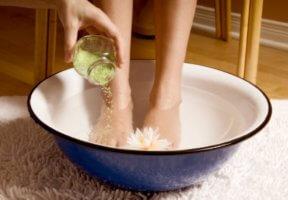 Снимаем отек с помощью ванночек
