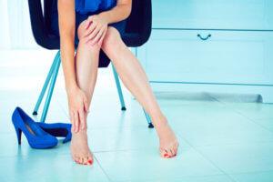 Отечность ног – это не заболевание, а симптом ряда заболеваний