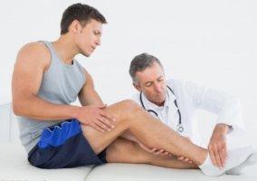 Отеки на ногах – это симптом, лечение зависит от причины