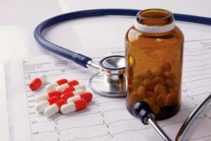 При приступе стенокардии нужно принять таблетку Нитроглицерина