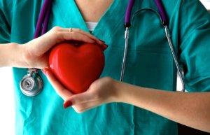 Выбор метода хирургического лечения зависит от тяжести стенокардии и сократительной функции сердечной мышцы
