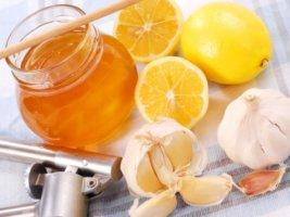 Лечим стенокардию покоя смесью из лимона, меда и чеснока!