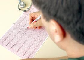 Диагностировать патологию можно с помощью ЭКГ