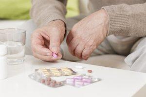 Медикаментозное лечение направлено на устранение проявлений основного заболевания