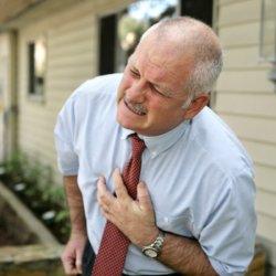 Первые признаки инфаркта у мужчин и первая помощь при приступе