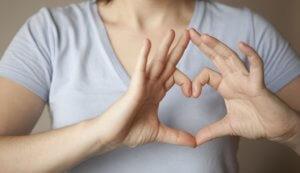 Аритмию могут вызвать как физиологические, так и патологические факторы