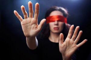 кратковременная потеря зрения