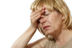 Аритмия, тошнота, головная боль – симптомы повышенного давления