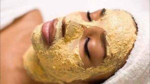 Картофель препятствует расширению сосудов, тонизирует и смягчает кожу