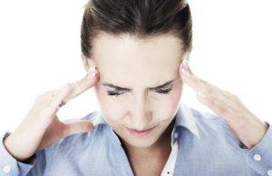 Высокое АД, головные боли, нарушение координации могут указывать на сосудистые заболевания головного мозга
