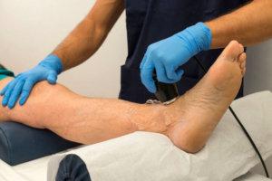 УЗДГ позволяет оценить проходимость артерий и определить уровень окклюзии