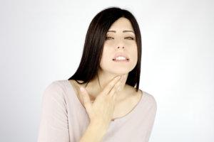 При заболеваниях щитовидной железы КТ противопоказано