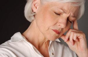 Нарушение проявляется сильными головными болями, судорогами и ухудшением зрения