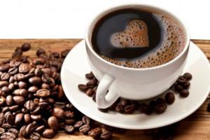 В кофе содержится кофеин, которые способствует повышению АД