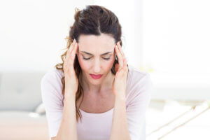 Головная боль в затылочной или височной части может быть признаком пониженного низкого давления