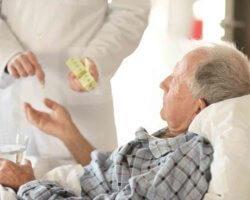 При первых признаках приступа пациента следует срочно госпитализировать