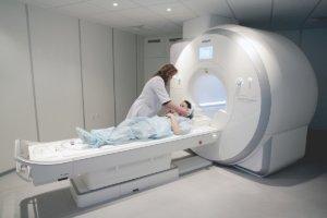 Диагностировать патологию можно с помощью КТ или МРТ с контрастом