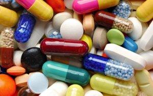 Терапию состоит из препаратов, которые питают стенки вен и снижают вязкость крови