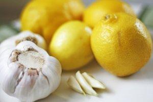 Лимон и чеснок – натуральные компоненты, которые помогут быстро очистить сосуды