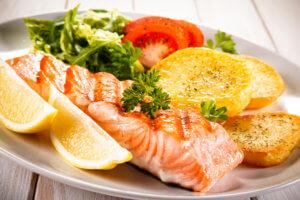 При гипотонии очень полезно кушать рыбу!