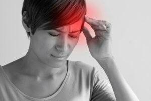 Почему болит левый висок: заболевания, провоцирующие боль, и особенности терапии