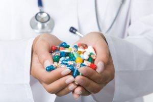 Одновременное применение препарата с гипотензивными препаратами повышает риск развития гипотензии
