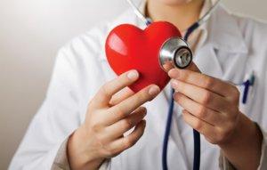 Найти причину колющей боли в сердце может кардиолог