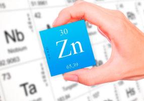Цинк является важным микроэлементом для роста, волос, костей, ногтей и тканей