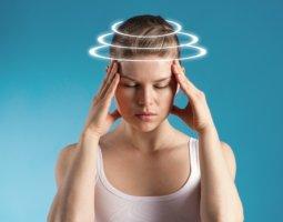 Постоянна головная боль и головокружения могут быть признаками серьезных заболеваний