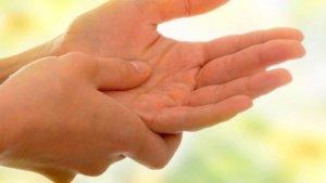 Почему случается и насколько опасно покалывание в пальцах левой руки