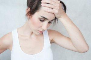 Усталость, боли в костях, синяки на коже и тенденция к кровоточивости могут указывать на лейкоз