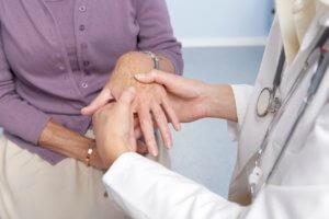 Боль и судороги пальцев левой руки отмечаются при нарушении работы сердца