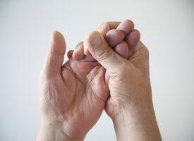 Полезные советы: что делать, если сводит пальцы на руке