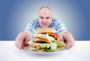 Неправильное питание может стать причиной высокого уровня холестерина в крови