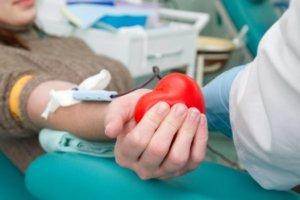 Чтобы кровь после сдачи быстрее нормализовалась, рекомендуется первое время пить больше жидкости