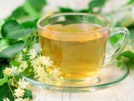При повышенном уровне холестерина хорошо помогает липовый чай