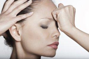 Постоянная головная боль может указывать на наличие образования в головном мозге