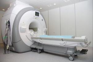 МРТ имеет абсолютные и относительные противопоказания