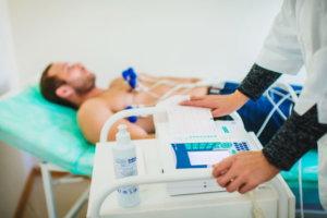 При первых признаках предынфарктного состояния нужно посетить врача и сделать кардиограмму