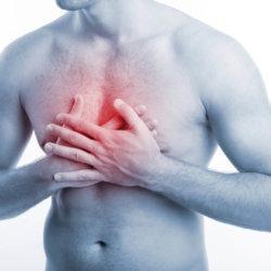 Что делать, если появилась боль в груди и тяжело дышать?