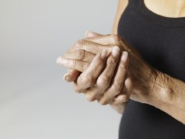 Полинейропатия возникает вследствие поражения нервной системы и приводит к параличу