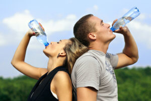 Тренировки нужно совмещать с правильным питанием и соблюдением питьевого режима