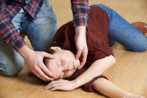Частые обмороки могут быть признаками серьезных и опасных патологий