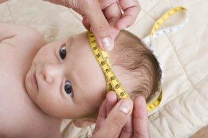 Быстрый рост окружности головы и задержка в развитии могут свидетельствовать о патологии