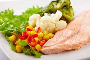 При гипертонии необходимо придерживаться специального диетического питания